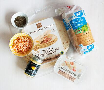 Tartine con gamberetti e maionese