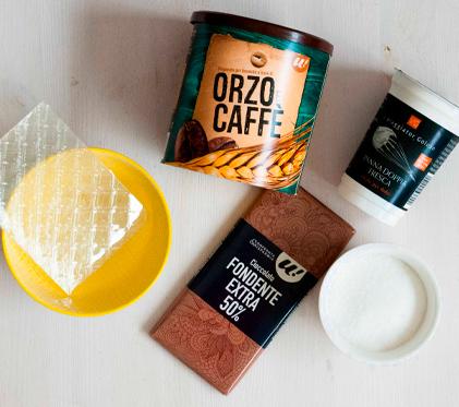 Panna cotta al caffè con topping al cioccolato